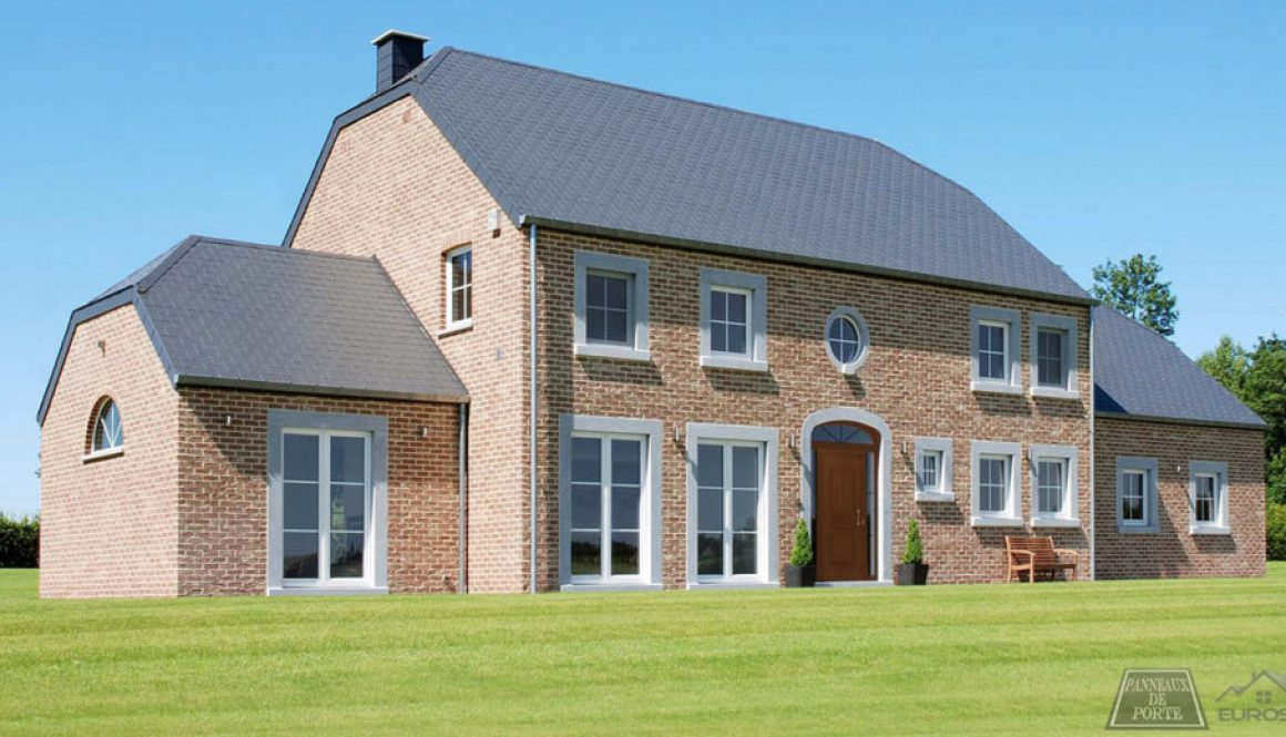 Maison Belge avec Porte en PVC avec panneau de porte imitation bois