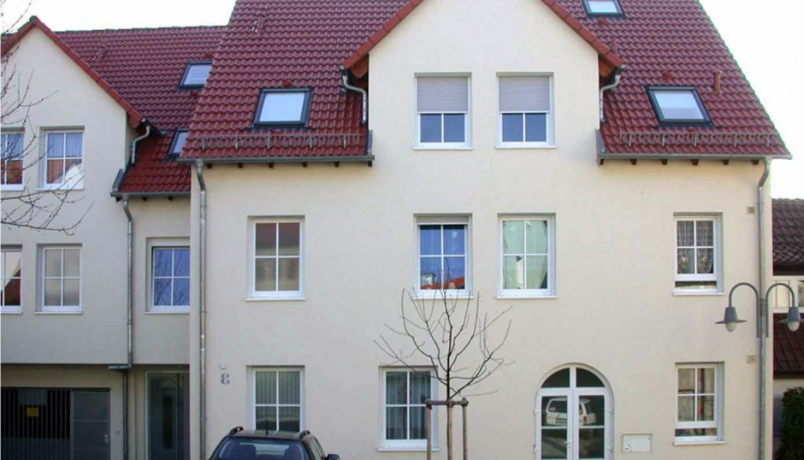 maison avec chassis pvc blanc gealan