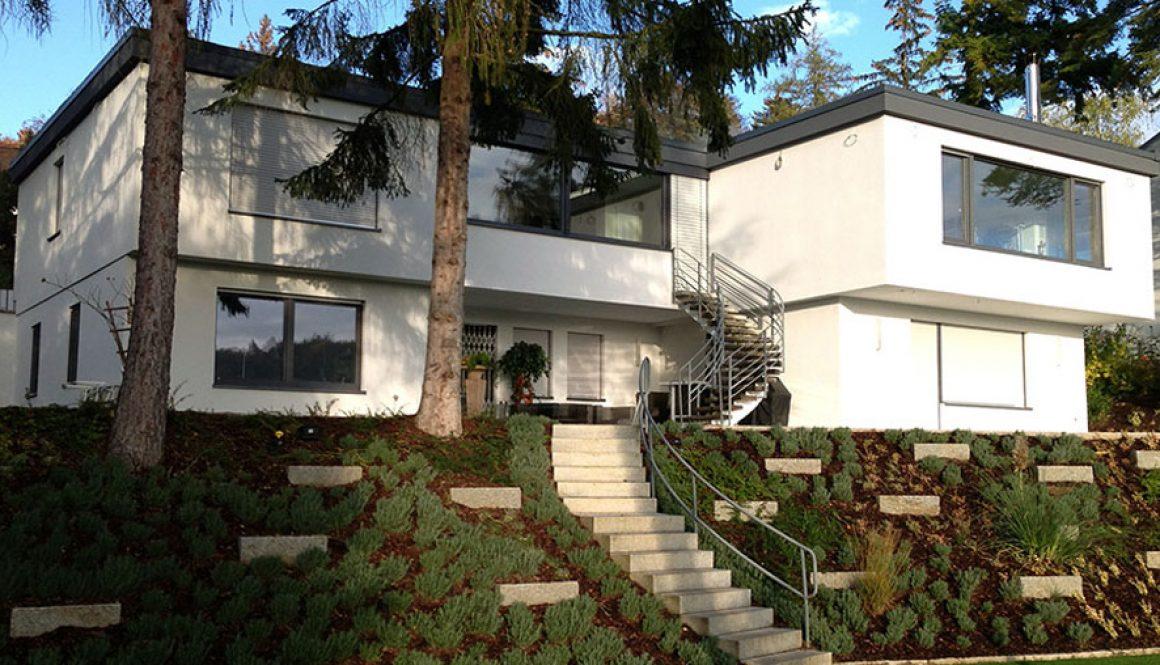 maison avec chassis pvc gris anthracite