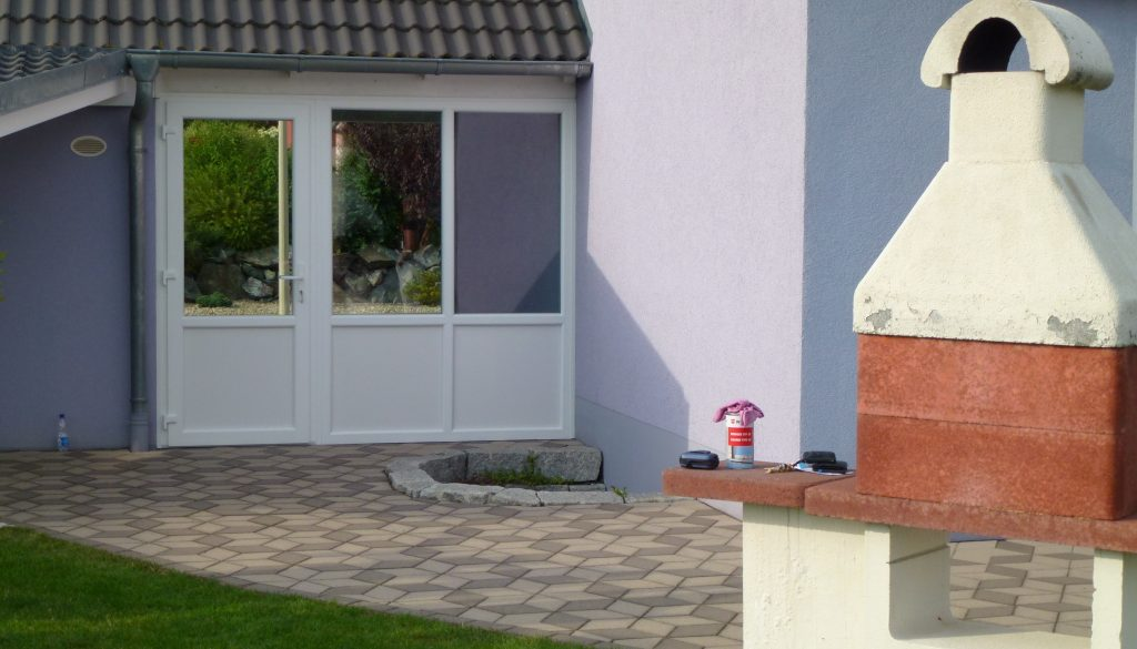 porte de jardin avec vitrage reflexive