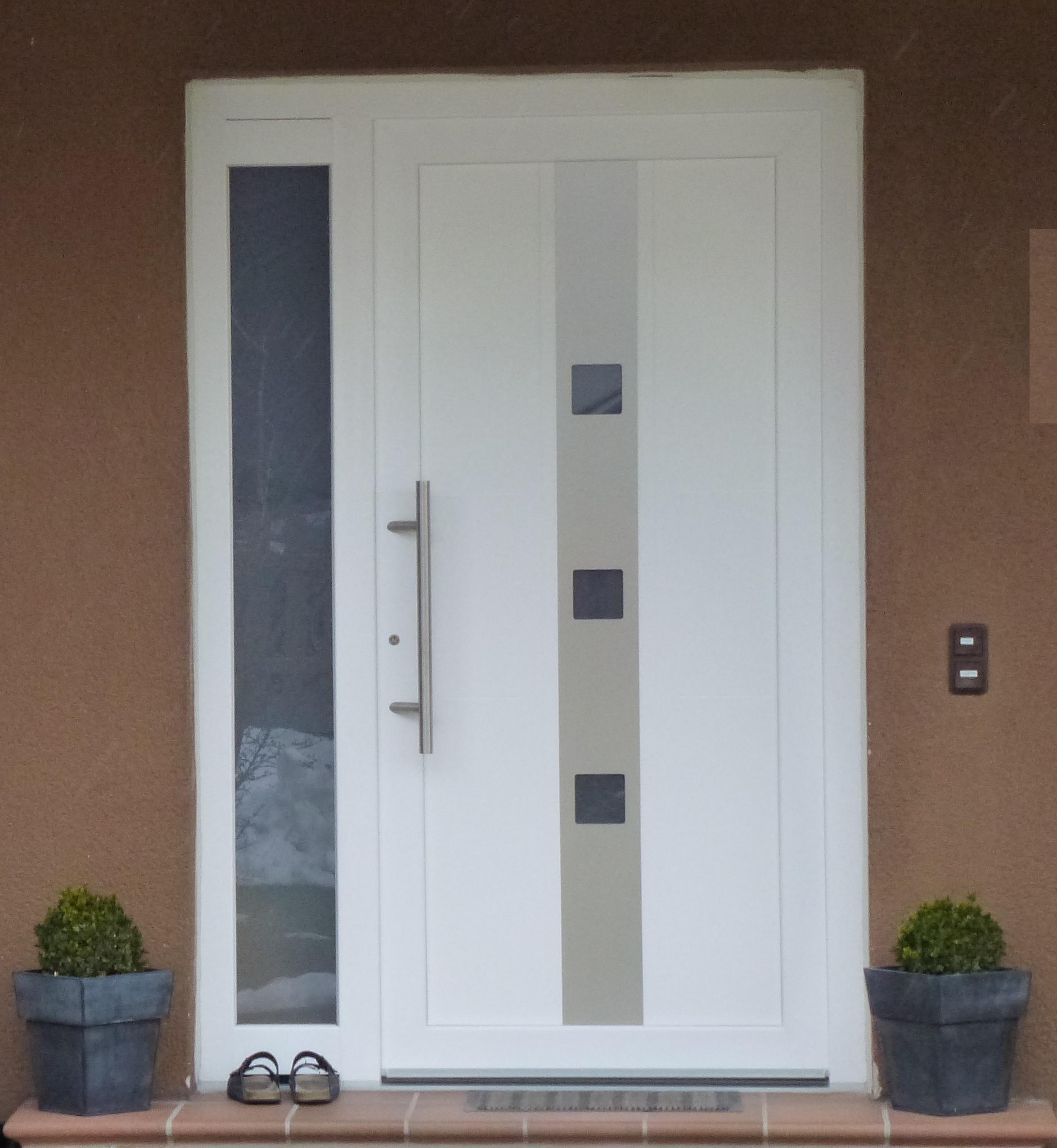 Porte d 39 entree pvc gealan blanc chassis pvc for Porte en pvc prix