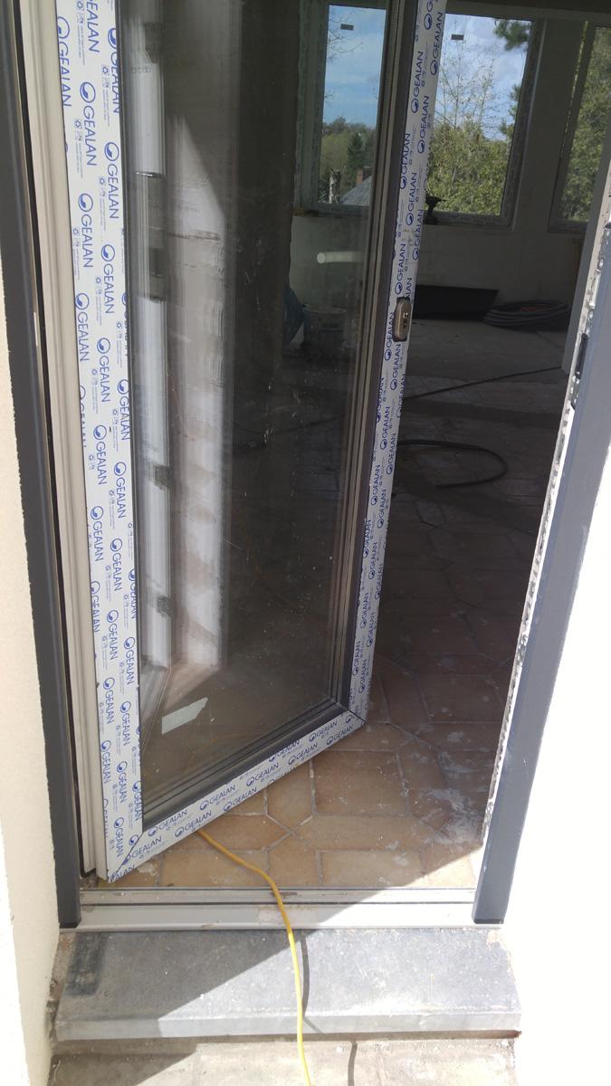 Porte d 39 entree pvc avec seuil aluminium 20mm chassis pvc - Porte d entree avec fenetre ...