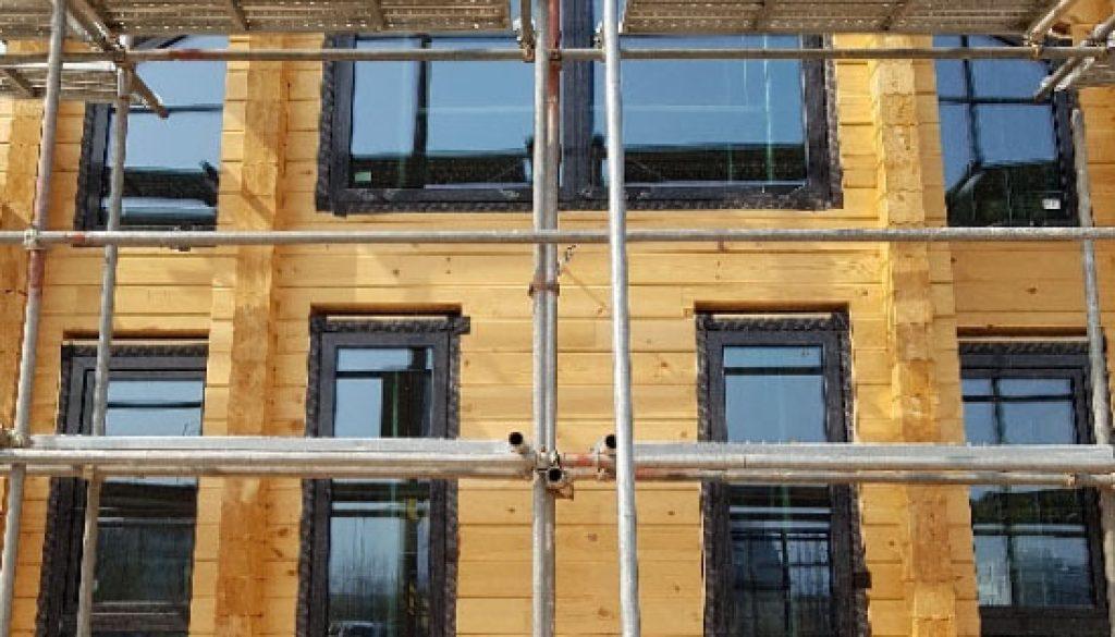 Fenêtres en PVC Gealan pour une maison - chalet en bois (8)